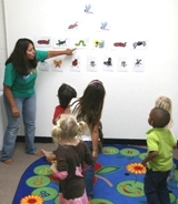 Miss Blanca teaches about insects in this 3-5 year old Spanish class